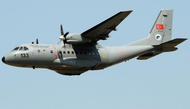 Προκαλούν οι Τούρκοι: Kατασκοπευτικό αεροσκάφος 'έξυσε' τις Οινούσσες