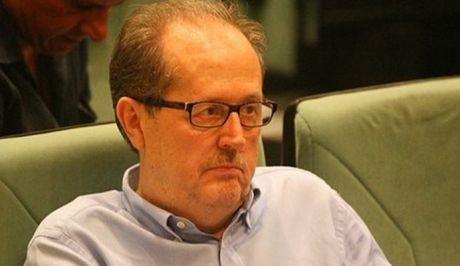 """Ο δήμαρχος Καλαμάτας προκαλεί: """"Μην ταΐζετε τα αδέσποτα για να μην επιτίθενται σε πολίτες"""""""