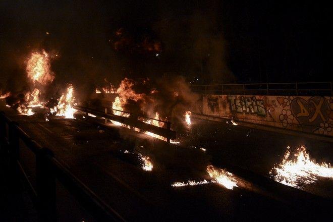 Μολότοφ, βεγγαλικά και φωτιές στον Νέο Κόσμο