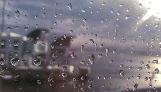 Άστατος καιρός με καταιγίδες και πτώση της θερμοκρασίας