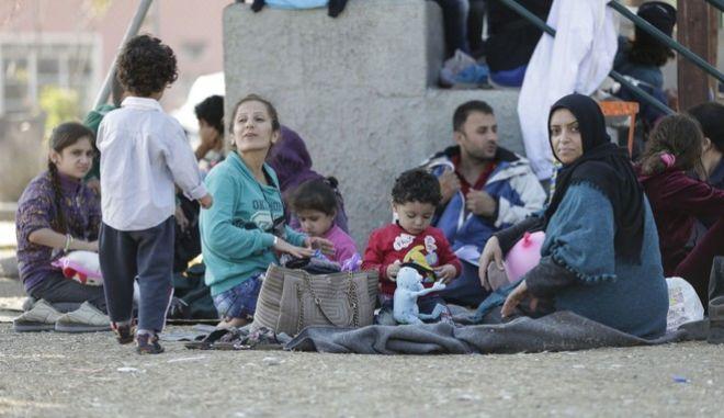 Επίσκεψη του Πρωθυπουργού, Αλέξη Τσίπρα και του Καγκελάριου της Αυστρίας, Βέρνερ Φάιμαν, στις εγκαταστάσεις πρώτης υποδοχής και ταυτοποίησης των προσφύγων στην Λέσβο την Τρίτη 6 Οκτωβρίου 2015. (EUROKINISSI/ΓΡΑΦΕΙΟ ΤΥΠΟΥ ΠΡΩΘΥΠΟΥΡΓΟΥ/ANDREA BONETTI)