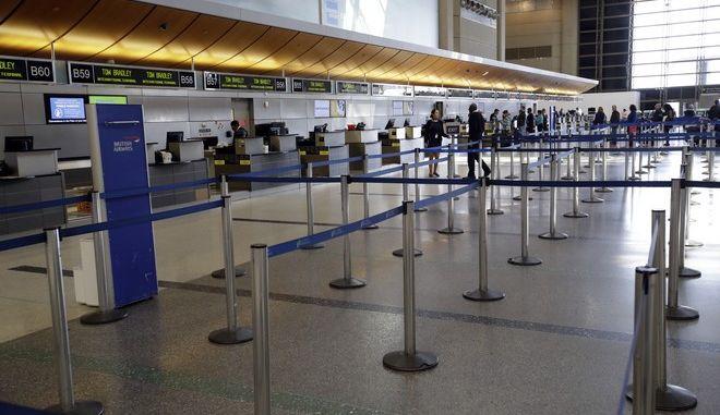 Κλείνουν τα αεροδρόμια στην Αίγυπτο