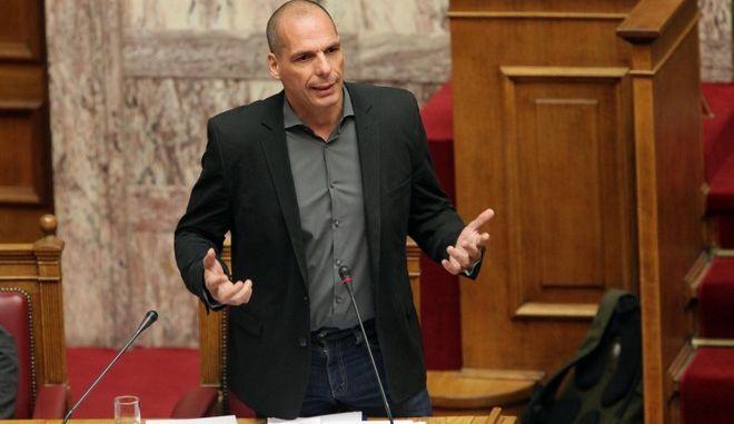 ο υπουργός οικονολμικών Γιάνης Βαρουφάκης απαντά σε επίκαιρη ερώτηση στην Βουλή την Πέμπτη 21 Μαΐου 2015. (EUROKINISSI/ΠΑΝΑΓΙΩΤΗΣ ΣΤΟΛΗΣ)