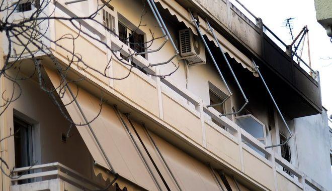 Η πολυκατοικία στην οδό Ρόδων 12 στο Χαλάνδρι όπου μία γυναίκα έπεσε από το μπαλκόνι του 4ου ορόφου όταν ξέσπασε πυρκαγιά μέσα στο διαμέρισμα, την Πέμπτη 12 Μαρτίου 2015. (EUROKINISSI/ΑΝΤΩΝΗΣ ΝΙΚΟΛΟΠΟΥΛΟΣ)