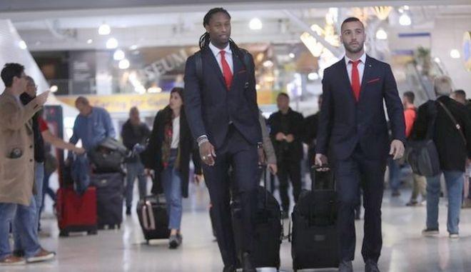 """Ολυμπιακός: Πέταξαν για Λονδίνο οι """"ερυθρόλευκοι"""""""