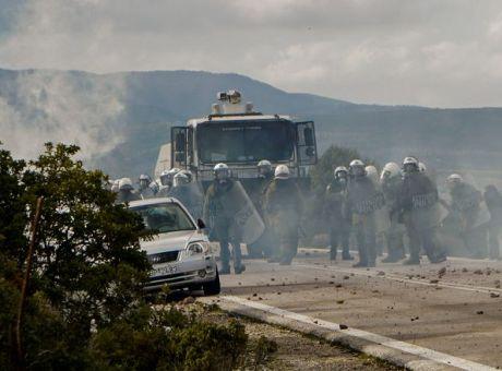 Χίος - Λέσβος: 21 συλλήψεις για τις επιθέσεις κατά των ΜΑΤ ...