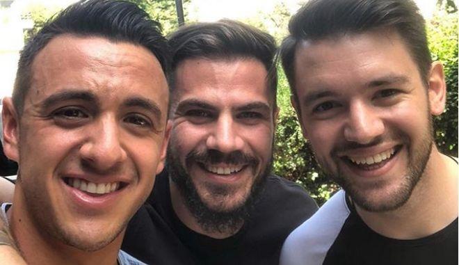 Λάμπρος Βακιάρος, Άκης Πετρετζίκης και Τιμολέων Διαμάντης σε μια φωτογραφία
