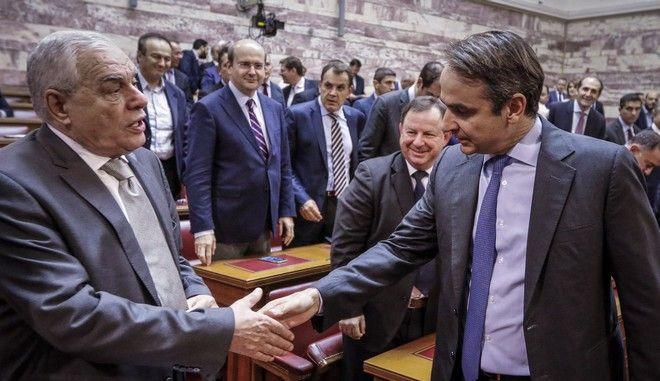 Ο Κυριάκος Μητσοτάκης και ο Γεράσιμος Γιακουμάτος σε συνεδρίαση της ΚΟ της ΝΔ