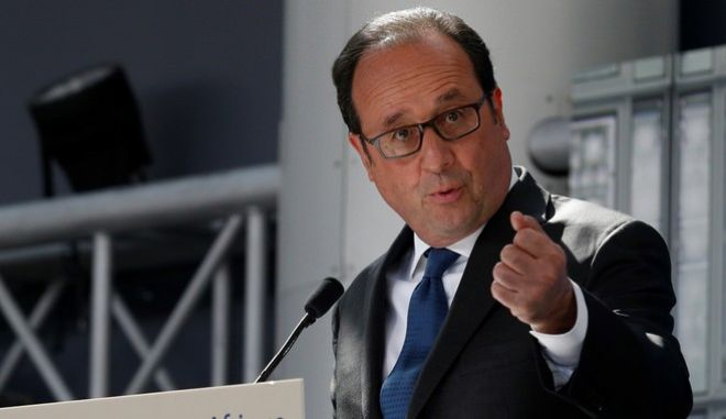 """French President Francois Hollande speaks during the inauguration of the exhibition """"Islam's treasures in Africa. From Timbuktu to Zanzibar"""" at the Arab World Institute (IMA) in Paris Thursday, April 13, 2017. (Geoffroy van der Hasselt, Pool via AP)"""