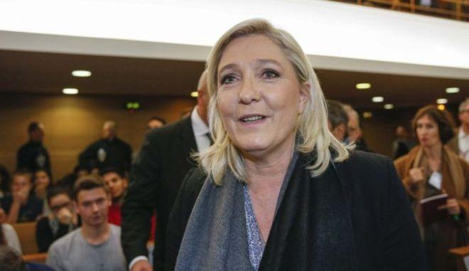 Στο δικαστήριο η Μαρίν Λεπέν για υποκίνηση μίσους κατά των μουσουλμάνων