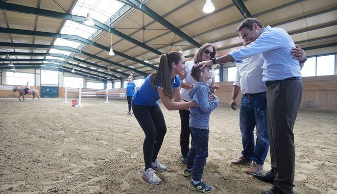 Ο Μητσοτάκης στις Σέρρες: Άλογα και μπουγάτσες