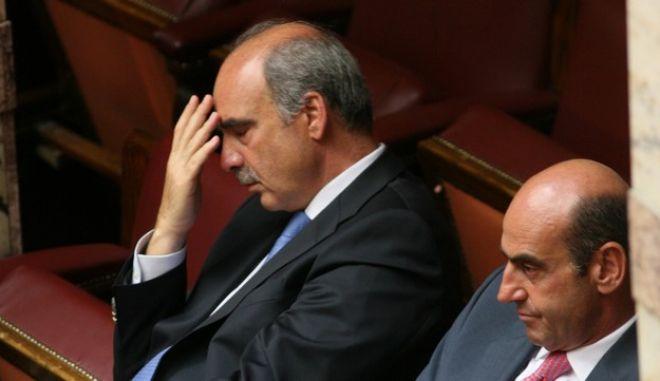 Στιγμιότυπο απο την σημερινή συζήτηση πρό ημερησίας διατάξεως σε επίπεδο αρχηγών στην Βουλή για το θέμα της ακρίβειας.Στην φωτογραφία ο Υπουργός Εμπορικής Ναυτιλίας και Νησιωτικής Πολιτικής Γιώργος Βουλγαράκης (Δ) και ο Υπουργός 'μυνας Βαγγέλης Μεϊμαράκης (Α)   (ΓΙΑΝΝΗΣ ΠΑΝΑΓΟΠΟΥΛΟΣ/EUROKINISSI)