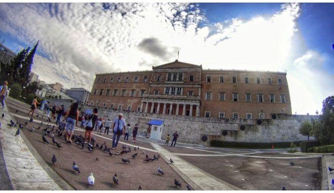 Εξωτερική άποψη του κτηρίου της Βουλής των Ελλήνων, την Πέμπτη 22 Σεπτεμβρίου 2016. (EUROKINISSI/ΓΙΩΡΓΟΣ ΚΟΝΤΑΡΙΝΗΣ)