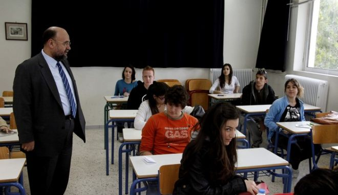 ΑΘΗΝΑ-ΠΑΝΕΛΛΑΔΙΚΕΣ ΕΞΕΤΑΣΕΙΣ 2011// Στη φωτογραφία ο Βασίλης Κουλαϊδής Γενικός Γραμματέας Υπουργείου Παιδείας.(EUROKINISSI-ΓΙΩΡΓΟΣ ΚΟΝΤΑΡΙΝΗΣ)