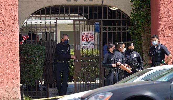 Φρίκη στο Λος Άντζελες: Τρία μικρά παιδιά βρέθηκαν θανάσιμα μαχαιρωμένα σε διαμέρισμα