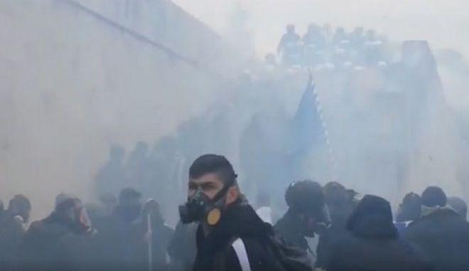 Συλλαλητήριο για το Μακεδονικό: Ένταση και χημικά στη Βουλή