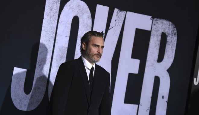 """Ο Χοακίν στην περεριέρα του """"Joker"""" στο Λος Άντζελες."""