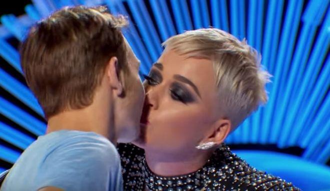 Η Katy Perry φίλησε παρθένο και δεν του άρεσε