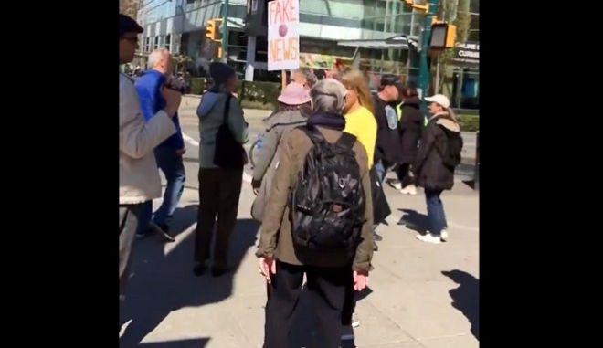 """Καναδάς: Αντιεμβολιαστές """"σπάνε"""" την καραντίνα αντιδρώντας στα αυστηρά μέτρα"""