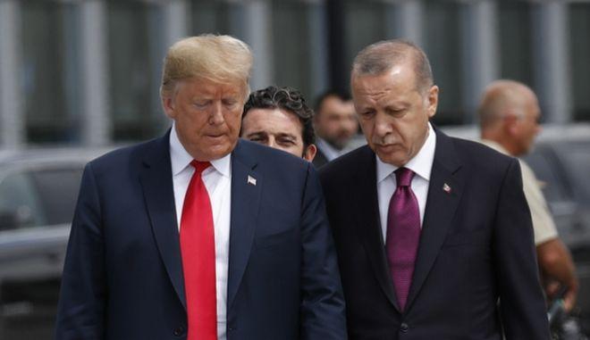 Ο Αμερικανός πρόεδρος Ντόναλντ Τραμπ με τον πρόεδρο της Τουρκίας Ρετζέπ Ταγίπ Ερντογάν