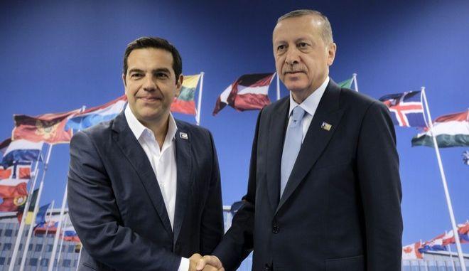 Στιγμιότυπο από παλαιότερη συνάντηση του πρωθυπουργού με τον Τούρκο πρόεδρο