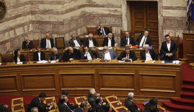 ΑΘΗΝΑ-ΒΟΥΛΗ-Προ ημερησίας διάταξης συζήτηση στη Βουλή για θέματα της Δικαιοσύνης. Την πρωτοβουλία για τη συζήτηση των πολιτικών αρχηγών είχε αναλάβει με επιστολή του προς τον πρόεδρο της Βουλής, Νίκο Βούτση, ο Πρωθυπουργός Αλέξης Τσίπρας// ΣΤΗ ΦΩΤΟΓΡΑΦΙΑ Ο ΠΡΩΘΥΠΟΥΡΓΟΣ ΑΛΕΞΗΣ ΤΣΙΠΡΑΣ.(Eurokinissi- ΚΟΝΤΑΡΙΝΗΣ ΓΙΩΡΓΟΣ)