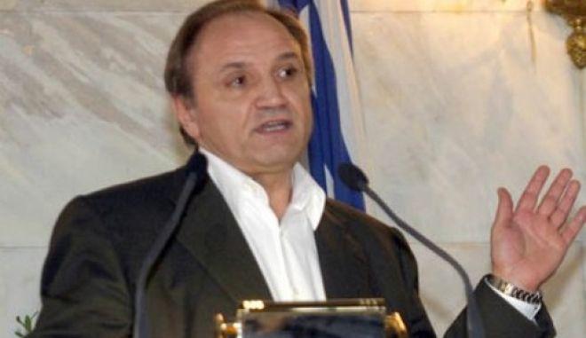 Κοινοβουλευτικό πραξικόπημα καταγγέλλει ο Σ. Τζουμάκας