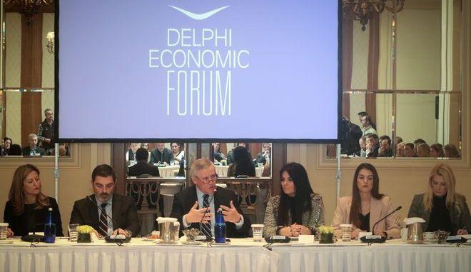 Στιγμιότυπο από συνάντηση ενημέρωσης για το 4o Οικονομικό Φόρουμ των Δελφών
