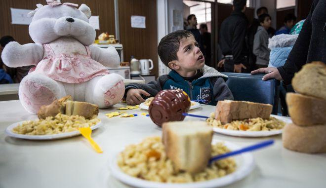 Κοζάνη: Γιορτάζουν την Ημέρα της Γυναίκας μαγειρεύοντας για τους πρόσφυγες!