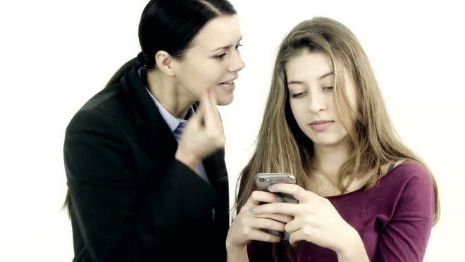 Η συζήτηση με έναν έφηβο είναι καθοριστική στην υγιή σχέση του με τα social media