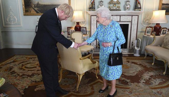Η Βασίλισσα Ελισάβετ υποδέχεται τον νέο Πρωθυπουργό της Μεγάλης Βρετανίας, Μπόρις Τζόνσον
