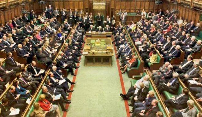 Βρετανία: Το κοινοβούλιο εκκενώθηκε έπειτα από συναγερμό πυρκαγιάς