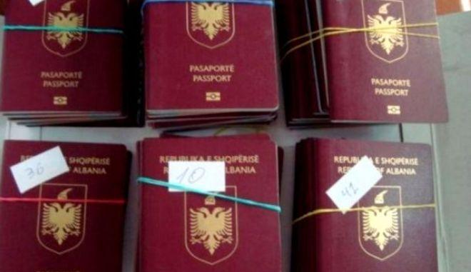 Εκλεψαν 100 αλβανικά διαβατήρια από το όχημα Αλβανού διπλωμάτη στην Αθήνα