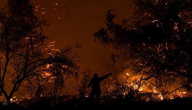 Επιχείρηση κατάσβεσης φωτιάς - Φωτό αρχείου