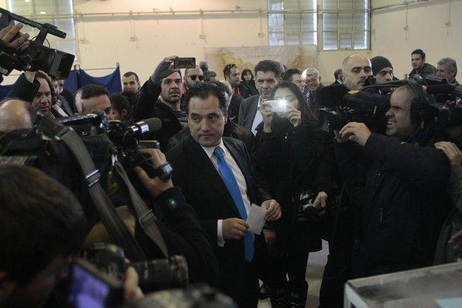 Ο υποψήφιος πρόεδρος της Νέας Δημοκρατίας Άδωνις Γεωργιάδης στο εκλογικό τμήμα στο Εκθεσιακό Κέντρο Περιστερίου, όπου ψήφισε την Κυριακή 20 Δεκεμβρίου 2015.  (EUROKINISSI/ΣΤΕΛΙΟΣ ΣΤΕΦΑΝΟΥ)