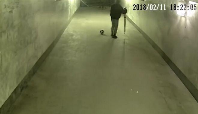 Θαύμα: 'Ανάπηροι' ζητιάνοι παίζουν ποδόσφαιρο