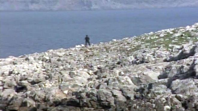 Ανέκδοτο φωτογραφικό υλικό από τα Ίμια. Ο Αργύρης Ντινόπουλος είχε καλύψει τα γεγονότα των Ιμίων ως ρεπόρτερ του ΑΝΤ-1. Αυτές είναι μερικές φωτό από το ρεπορτάζ εκείνων των ημερών. Το αμοντάριστο τηλεοπτικό υλικό μπορείτε να το δείτε στο www. Ntinopoulos.com. (EUROKINISSI // ΔΕΛΤΙΟ ΤΥΠΟΥ)