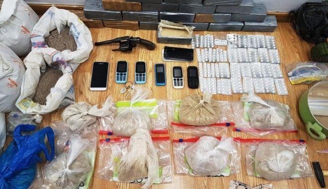 Συνελήφθη ζευγάρι που νόθευε και διακινούσε ηρωίνη στην Αττική
