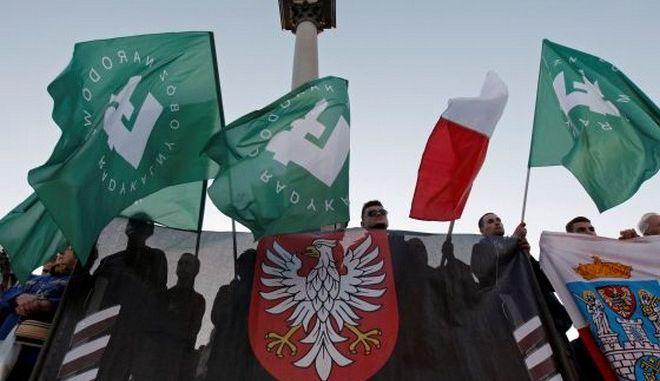 Πολωνία: Φυλάκιση 10 μηνών σε ακροδεξιό που έκαψε ομοίωμα Εβραίου