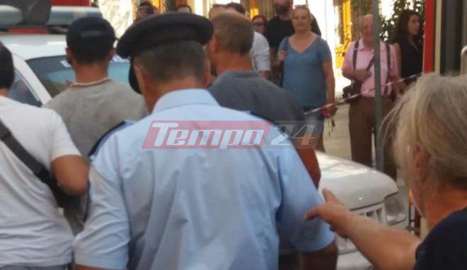 Πάτρα: Παραδόθηκε ο νεαρός που απειλούσε να αυτοπυρποληθεί