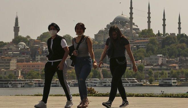 Κάτοικοι στην Κωνσταντινούπολη