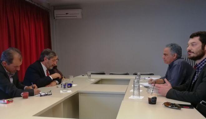 Συνάντηση του Γραμματέα της ΚΕ του ΣΥΡΙΖΑ, Πάνου Σκουρλέτη, με τον Πρέσβη του Κράτους της Παλαιστίνης