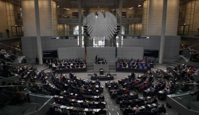 The plenary of the Reichstag building, seat of the German lower house of parliament Bundestag, is pictured during a session in Berlin, July 19, 2012. Chancellor Angela Merkel's authority within her centre-right coalition was at stake on Thursday when uneasy German lawmakers vote on Berlin's contribution to a euro zone aid package for Spain's ailing banks. REUTERS/Tobias Schwarz (GERMANY - Tags: POLITICS BUSINESS)