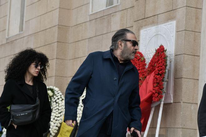 Λάκης Λαζόπουλος και Μαρία Σολωμού  στην κηδεία του ηθοποιού Κώστα Βουτσά στην Αθήνα την Παρασκευή 28 Φεβρουαρίου 2020