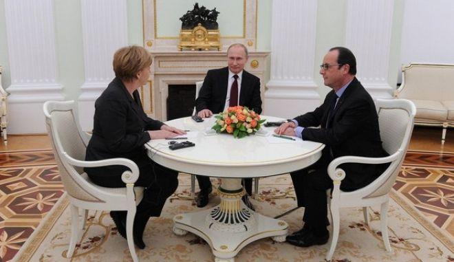 Μέρκελ και Ολάντ καλούν τον Πούτιν να συνεργαστεί για εκεχειρία στη Συρία