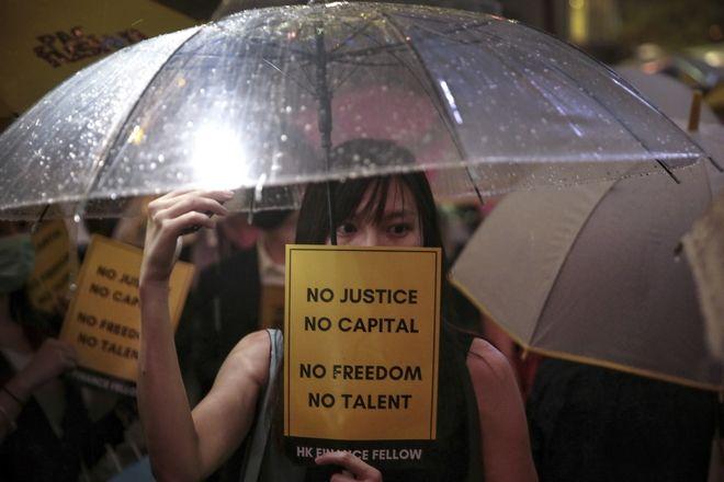 Καρέ από τη σημερινή πορεία στο Χονγκ Κονγκ