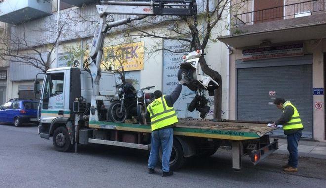 Περισυλλογή εγκαταλελειμμένων δικύκλων στον δήμο Αθήνας