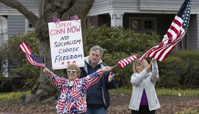 Διαμαρτυρίες υπέρ της άρσης των μέτρων στο Κονέκτικατ (AP Photo/Mark Lennihan)