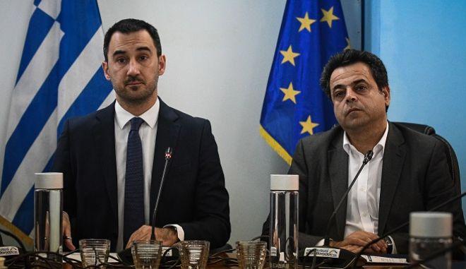 """Συνέντευξη Τύπου από τον Υπουργό Εσωτερικών, Αλέξη Χαρίτση και του Αναπληρωτή Υπουργό Ναυτιλίας και Νησιωτικής Πολιτικής, Νεκτάριο Σαντορινιό για τη νέα Πρόσκληση του Προγράμματος """"ΦιλόΔημος ΙΙ"""" που αφορά στη χρηματοδότηση των Δημοτικών Λιμενικών Ταμείων."""