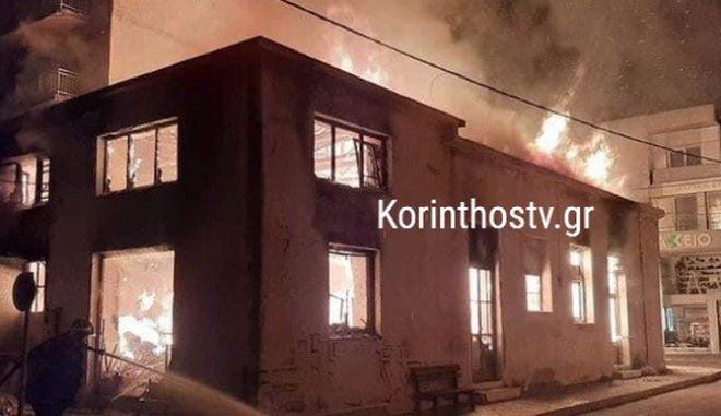 Ξυλόκαστρο: Φωτιά στο παλιό κτίριο των ΚΤΕΛ